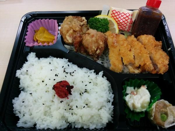 賃貸業務のお昼は、鹿児島県産とんかつ弁当で!!